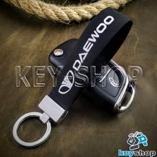Брелок для авто ключей Daewoo (Дэу) кожаный (черный, узкий) с хромированной фурнитурой
