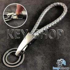 Серебристый брелок с кожаным плетёным шнуром, карабином и двумя кольцами
