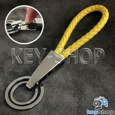 Желтый брелок с кожаным плетёным шнуром, карабином и двумя кольцами