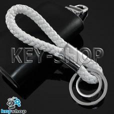 Белый брелок с кожаным плетёным шнуром и двумя кольцами
