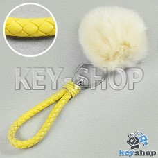 Светло - желтый пушистый меховой брелок шарик, с плетеным кожаным шнурком с кольцом на сумку, рюкзак
