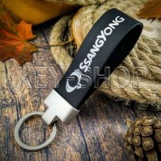 Брелок для авто ключей SsangYong (Ссанг-Йонг) кожаный (черный, широкий) с матовой фурнитурой