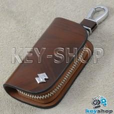 Ключница карманная (кожаная, коричневая, с узором, на молнии, с карабином, с кольцом), логотип авто Suzuki (Сузуки)